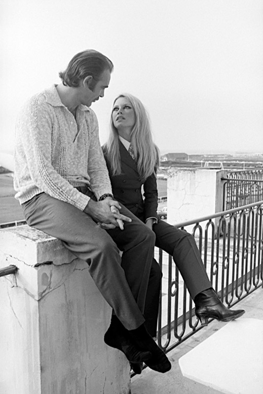 BB093 : Brigitte Bardot and Sean Connery - Iconic Images