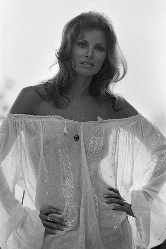 Rw087 Raquel Welch Iconic Images