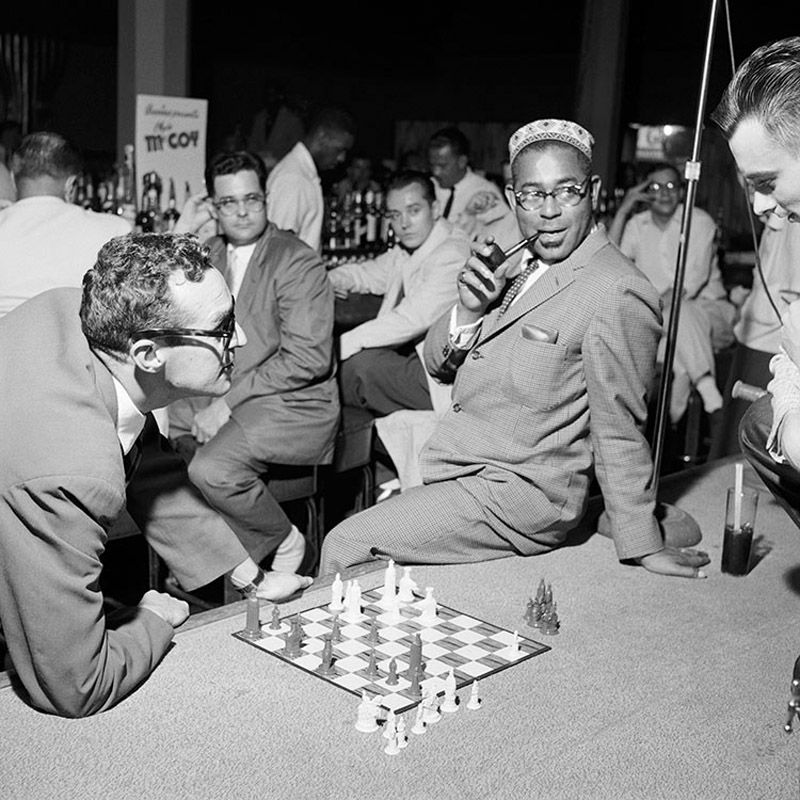 Gene Lees and Dizzy Gillespie play chess