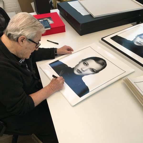 Terry O'Neill signs Prints